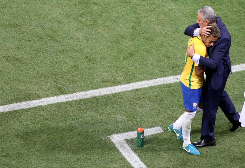REFILE - CORRECTING BYLINE  Soccer Football - 2018 World Cup Qualifications - South America - Brazil v Chile - Allianz Parque stadium, Sao Paulo, Brazil - October 10, 2017 Head coach Tite of of Brazil greets his player Neymar. REUTERS/Nacho Doce
